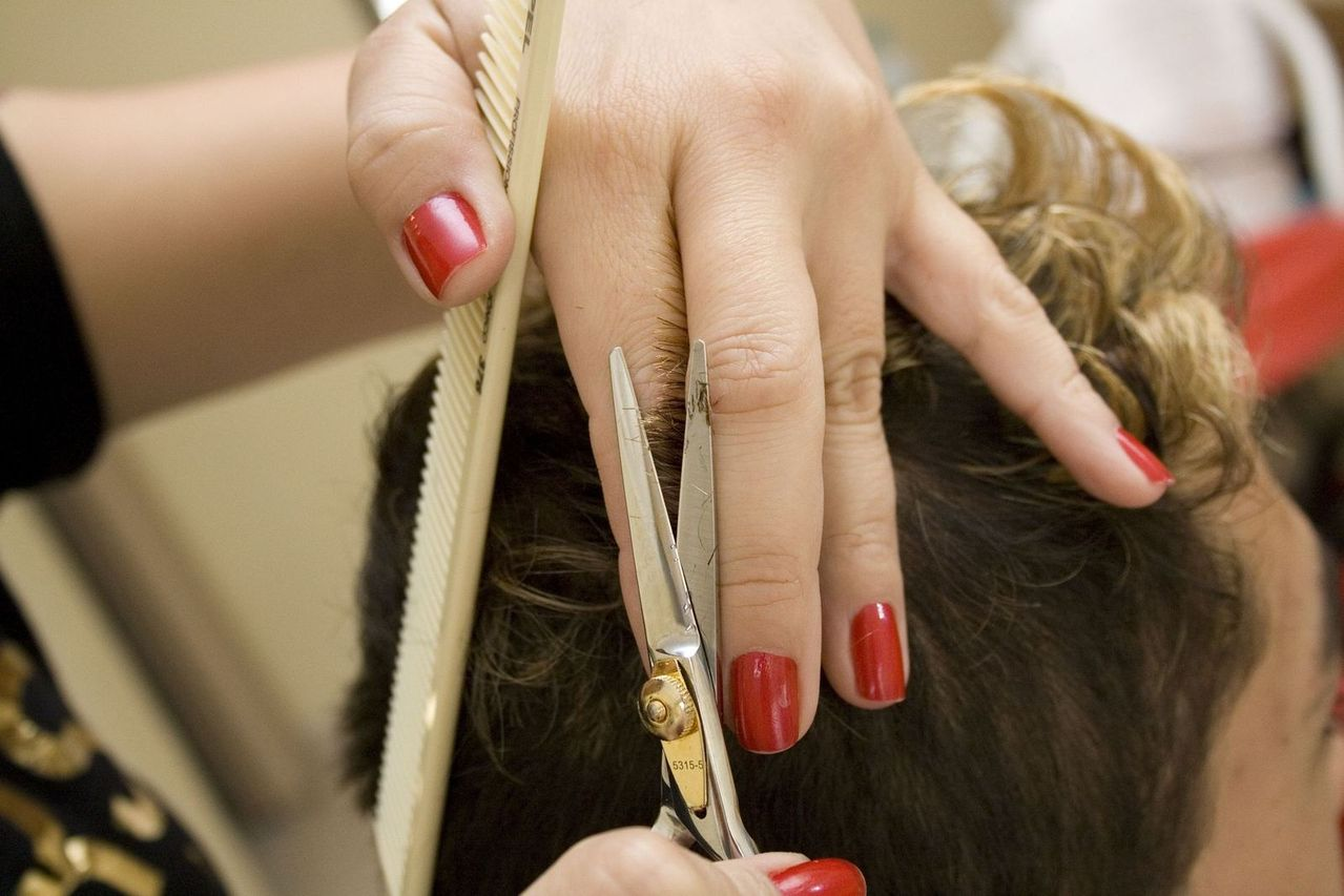 hairdresser-2-1429024-1279x852